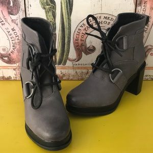 NEW NEVER WORN SOREl MARGO LACE BOOtS GRAY SZ 6